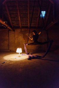 Tuchakrobatik von Luka Zimmer in Künstlerstadt Kalbe (Milde), 2016, ©behnelux gestaltung