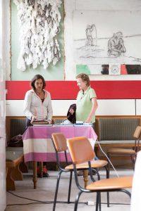 Elvira Chevalier im Gespräch mit Corinna Köbele. Foto: Matthias Behne, behnelux gestaltung