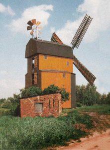 Bild 14: Die neu erstandene Paltrockwindmühle in Parey; Foto: T. Neitzel