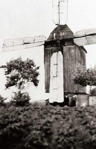 Bild 6: Bockwindmühle Frenz mit Ventikanten um 1940; Foto: Historisches Museum und Bachgedenkstätte Köthen