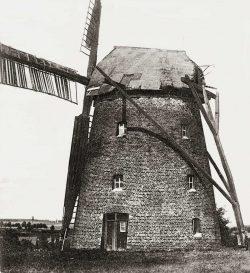 Bild 4: Klötze (Clötze), Turmwindmühle mit Außenkrühwerk; Slg. H.Bergmann, Köthen