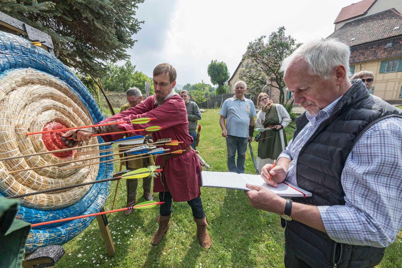 Beim diesjährigen Romaniktag gab es erstmals ein Romanikturnier  mit historischen Langbögen. Foto: Matthias Behne, behnelux.de