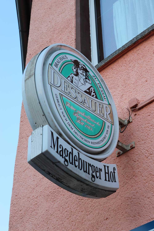 Hereinspaziert: Hier geht's zum Magdeburger Hof in Dessau. Foto: Juliane Bischoff