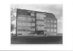 """Abb. 4: Oberrealschule in der Lessingstraße, genannt """"Glaskasten"""", 1929. Foto von Maximilian Herrfurth im Kulturhistorischen Museum Schloss Merseburg."""