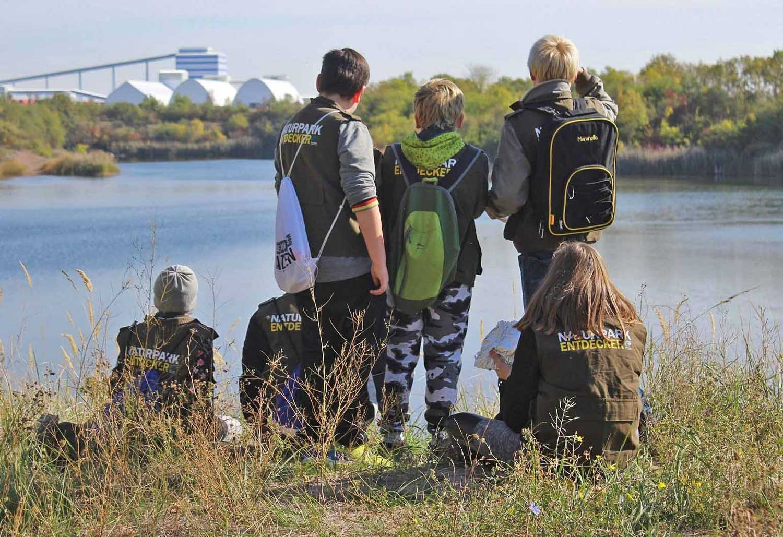 """Kinder der Tagesgruppe """"Arche Noah"""" an der ehemaligen Tongrube bei Gröna; Foto: O. Arndt"""