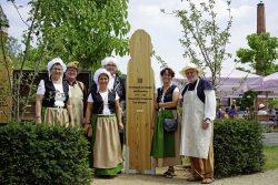 """Mitglieder des Vereins """"Halberstädter Berge e.V."""" repräsentieren den Park auf der Landesgartenschau Burg 2018; Foto: Thomas Skiba"""