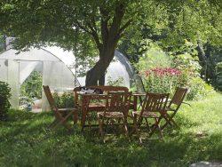 Sitzplatz für Workshops am Gewächshaus, Foto: Paula Passin