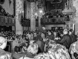 Versammlung in der Jacobikirche, Sangerhausen 1989. Foto: Archiv Verein für Geschichte von Sangerhausen und Umgebung e. V.