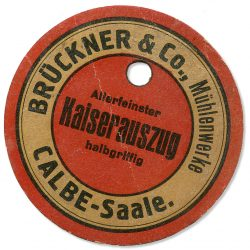 Bild 6 Versandanhänger für Mehlsäcke. Sammlung Heimatstube Calbe (Saale).