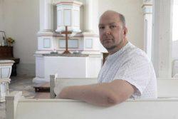 Ronny Krimm in der Mösthinsdorfer Kirche, Foto: Matthias Behne, lautwieleise