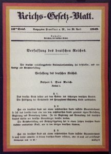 Reichsgesetzblatt mit Reichsverfassung, Urheber unbekannt. https://t1p.de/vygl