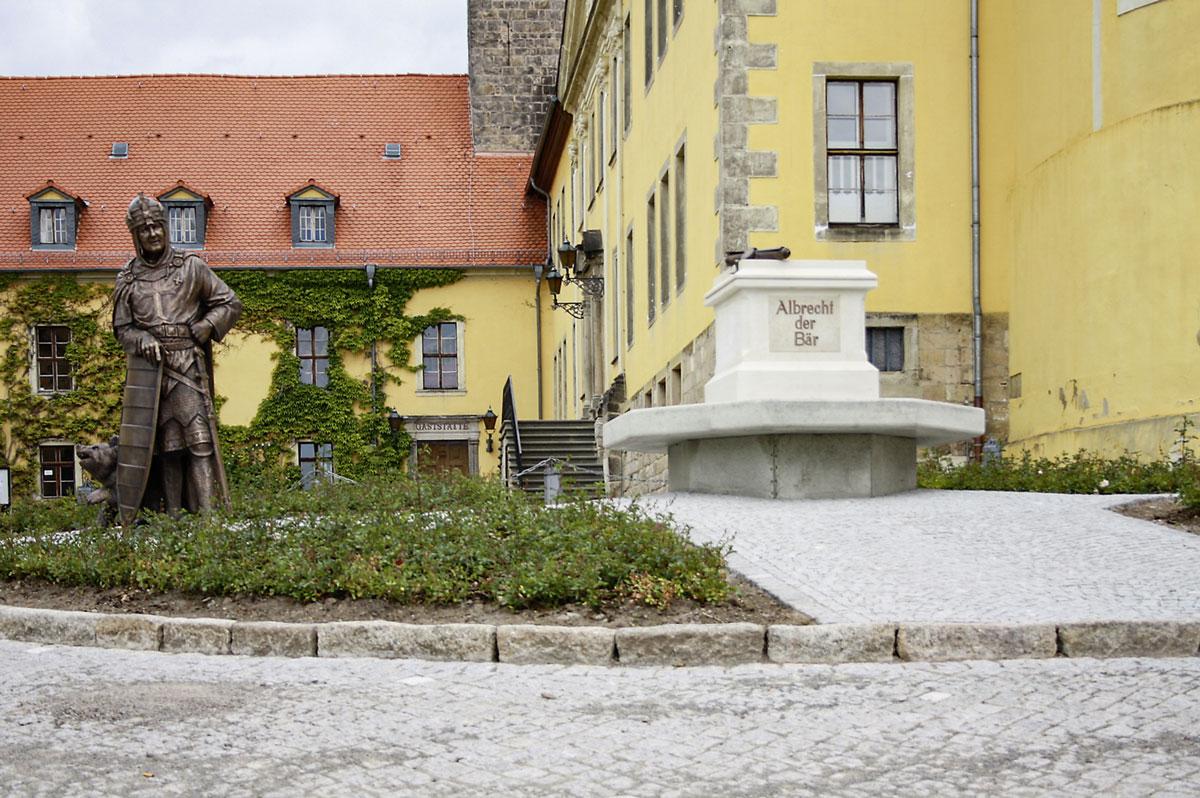 Denkmal Albrechts des Bären vor dem Schloss Ballenstedt. © Stadt Ballenstedt