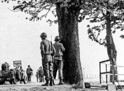Soldaten der 30. US Infanterie-Division vor Magdeburg