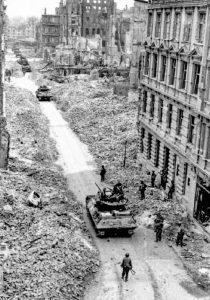 US-Panzer in der Kepplerstraße. The U.S. National Archives and Records Administration (NARA) Washington