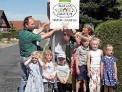 """Ipse bekommt den Titel """"Natur-im-Garten-Dorf"""" verliehen. Foto: Ipse excitare e.V."""