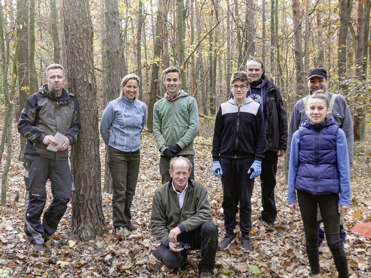 Die Teilnehmer der Heidepflege vom 18.11.2018 auf dem Tonberg in der Dölauer Heide. Foto: Mechthild Klamm