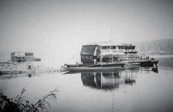 Bild 2: Die letzten Schiffmühlen auf der Elbe in Aken um 1898–1900. Heimatmuseum der  Stadt Aken.