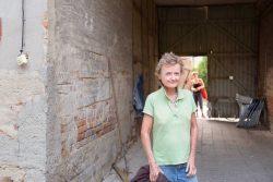 Corinna Köbele auf ihren Gang durch Künstlerstadt Kalbe (Milde). Foto: Matthias Behne, behnelux gestaltung