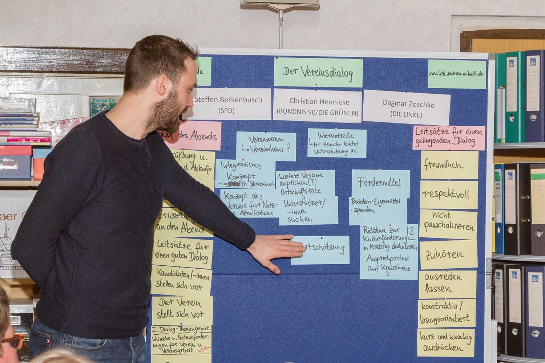Tilo Garlipp fasst die Ergebnisse eines Vereinsdilaogs zusammen © H. Münchow
