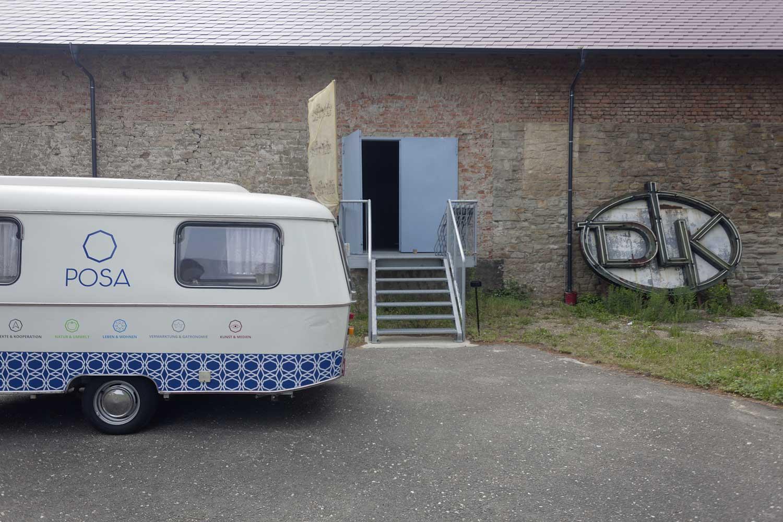 Das Posa-Mobil im Klosterinnenhof. Foto: Matthias Behne, behnelux gestaltung
