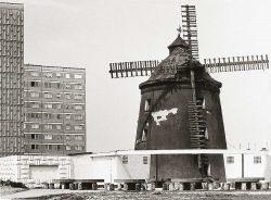 Bild 12: Laternen-Turmwindmühle, Nietleben in Halle-Neustadt,  22. Mai 1985; Sammlung Herbert Riedel, Zeitz