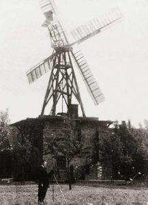 Bild 3: Ladeburg Mühle, 1930er Jahre, offener Holländer; Slg. T.Neitzel, Wolmirstedt