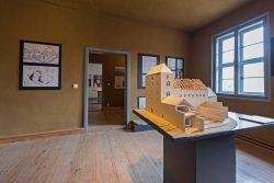 Ausstellungsraum mit Modell der ehemaligen Klosteranlage. Foto: Matthias Behne