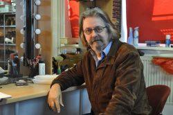 Thomas Stieghahn in der Garderobe der Magdeburger Theaterkiste. Foto: John Palatini