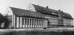 Abb. 7: Albrecht-Dürer-Schule mit Turnhalle, 1927/28, Foto 1029, Repro im Kulturhistorischen Museum Schloss Merseburg.