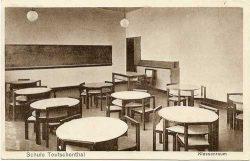 Schule Teutschenthal, Klassenraum. Foto: Leske 2016, S. 95–111.
