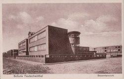 Die neue Pestalozzischule in Unterteutschenthal, Blick von Südosten. Aufnahme von 1929. Foto: Leske 2016, S. 95–111.