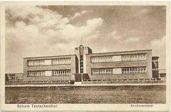 Schule Teutschenthal, Straßenansicht. Foto: Leske 2016, S. 95–111.
