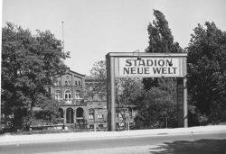 Eingangstor zum Stadion 1943. Stadtarchiv Magdeburg