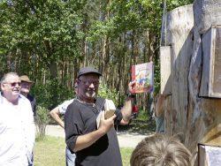 Öffentliche Übergabe des Bücherbaums, Spindestube Gniest. Foto: Paula Passin