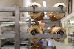 Einblicke in die Baumkuchenherstellung. Foto: Matthias Behne.