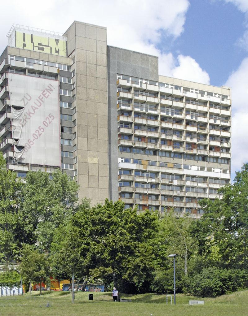 Das Scheitern einer Utopie - Wohnblock in Halle-Neustadt. Foto: C. Schlott