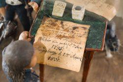 Schriftstück (1) auf dem Tisch. Bayerisches Nationalmuseum, Bastian Krack